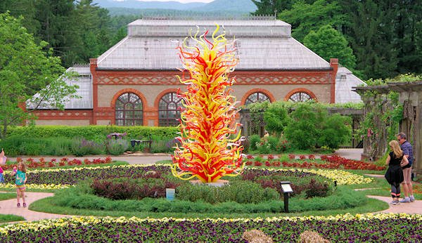 biltmore-chihuly-walled-garden